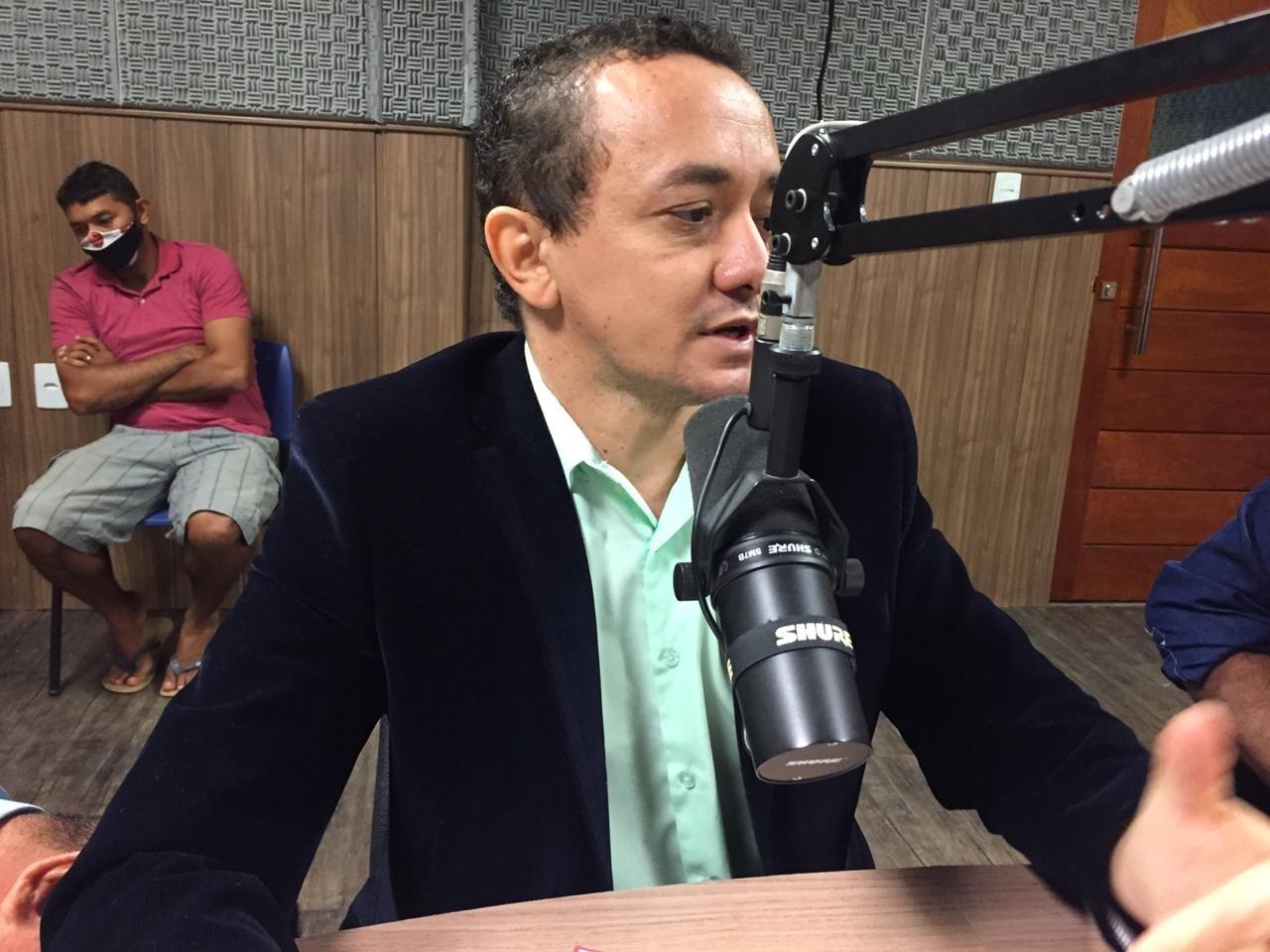 09062020 LEONARDO Easy Resize.com - EM SÃO DOMINGOS: Família da prefeita recebe mais R$ 60 mil por mês na folha da prefeitura, denuncia o pré-candidato a prefeito Leonardo de Dedé