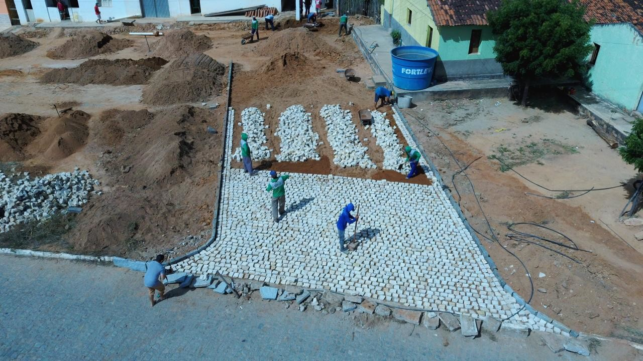 15072020 obrauna Easy Resize.com - Prefeito Segundo Santiago acompanha início de obra de pavimentação na Comunidade de Areias