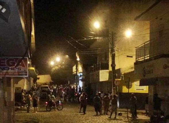28052020 NAZAREZINHO1 - MADRUGADA DE TERROR: Bandidos explodem correspondente bancário do Bradesco e Casa Lotérica em Nazarezinho