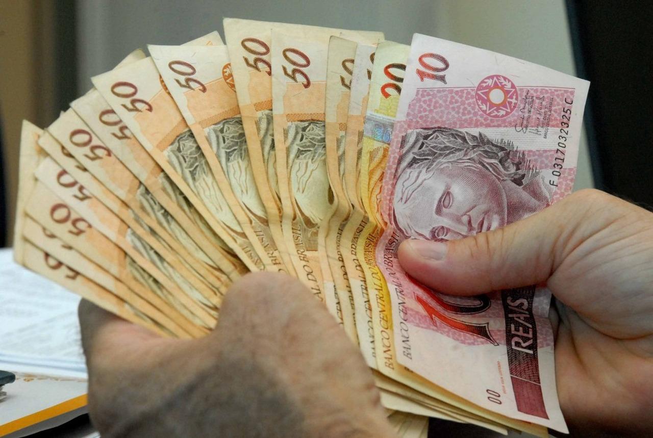 28062020 dinheiro Easy Resize.com - Prefeitura de João Pessoa paga servidores nesta segunda e terça-feira, concluindo aporte de R$ 228 mi na economia em 34 dias