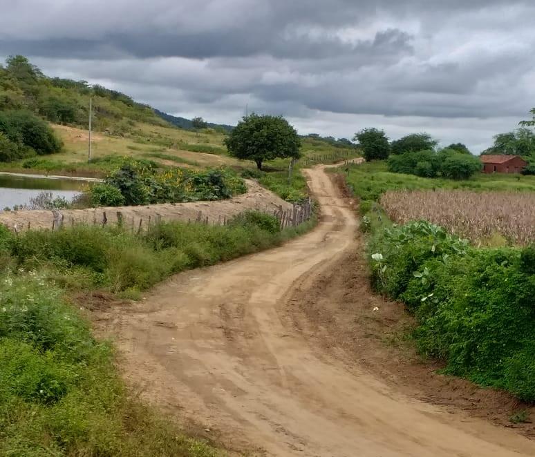 31052020 SCJ - EM SANTA CRUZ; Após apelos da população da Comunidade de Jenipapeiro e denúncia no blog, prefeitura resolve amenizar problema na estrada; VEJA