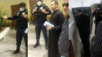 padre 1 390x220 - DITADURA : Prefeita de Conde manda prender padre por causa de pintura do Cruzeiro da Paróquia; veja o vídeo