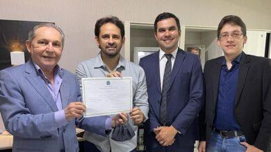 Dr. athaide2 390x220 - Sem solenidade para evitar aglomerações, Dr. Athaíde Diniz é diplomado prefeito reeleito de Lastro