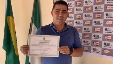 dr. cleiton novaa 390x220 - Dr. Cleiton é diplomado prefeito de Venha Ver e destaca ações de desenvolvimento e geração de emprego no município