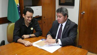 efraimeathaide 390x220 - Dep. Efraim Filho destina recursos para obras na cidade de Lastro e prefeito Dr. Athaíde agradece.