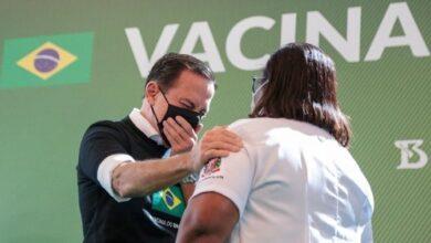 DORIA 390x220 - Reação de Doria em vacinação em SP chama a atenção pela falsidade e cinismo e web não perdoa