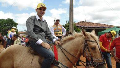 Aldo cavalo 390x220 - DITADURA: Prefeito de Bernardino Batista é acusado de perseguir servidores que apoiaram candidato adversário.