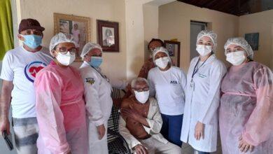 IDOSO 390x220 - Idoso de 107 anos é o primeiro vacinado contra Covid-19 em Vieirópolis, VEJA.
