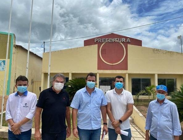 LINDOLFO - Deputado Lindolfo Pires visita prefeito de Triunfo Espedito Filho para tratar de pleitos de interesse da população