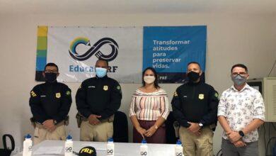 PRF UNA 390x220 - Prefeitura de Uiraúna e PRF-PB assinam termo de adesão de projeto ''Educar PRF'' que beneficiará alunos da Rede Municipal de Ensino.