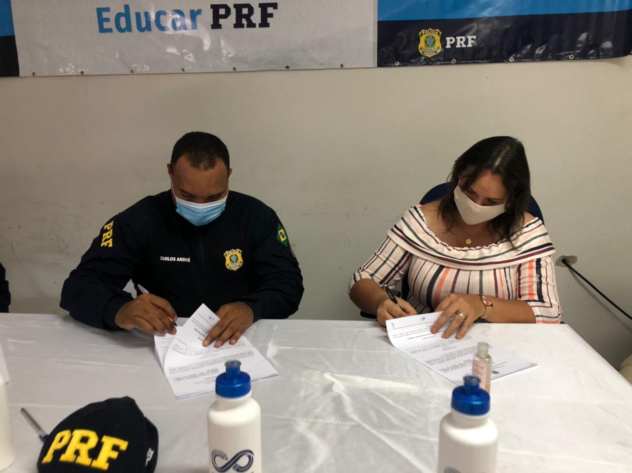 PRF UNA2 - Prefeitura de Uiraúna e PRF-PB assinam termo de adesão de projeto ''Educar PRF'' que beneficiará alunos da Rede Municipal de Ensino.