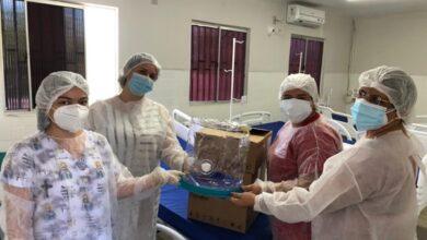 capacete 390x220 - Prefeitura de Uiraúna recebe capacetes ELMO da 1ª Vara de São João do Rio do Peixe ; Prefeita Leninha agradece.