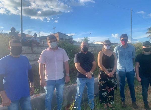 ceninha obras - BONITO DE SANTA FÉ: Prefeito Ceninha Lucena acompanha visita dos técnicos que vão elaborar projetos de construção de campo e pavimentação no Distrito de Viana