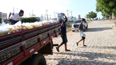 una feira 390x220 - FAZENDO O BEM: Prefeitura de Uiraúna entrega cestas básicas a famílias de baixa renda do município