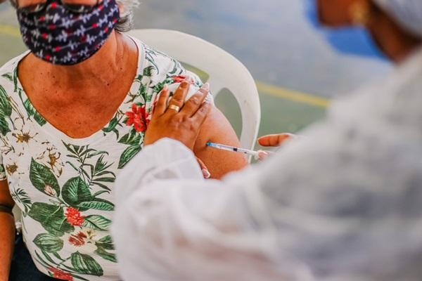 vacinajp - Prefeitura de João Pessoa imuniza mais de 2 mil idosos acima de 70 anos contra a Covid-19