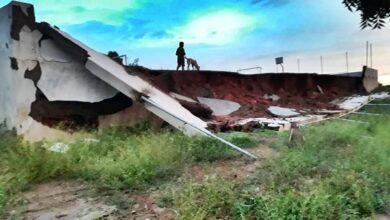 PAREDE 390x220 - VERGONHA: Parede lateral de quadra de esportes desaba antes de sua inauguração oficial no município de Paraná-RN