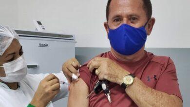 ZE VACINA 390x220 - Empresário Zé Almeida toma primeira dose da vacina contra Covid-19 e posta foto comemorando em Poço Dantas