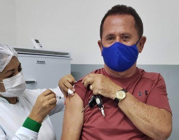 ZE VACINA 600x470 - Empresário Zé Almeida toma primeira dose da vacina contra Covid-19 e posta foto comemorando em Poço Dantas