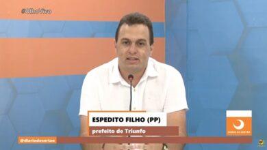 espeditoTV 390x220 - Em TV sertaneja, Espedito Filho faz um balanço de seus primeiros meses de gestão na prefeitura de Triunfo e anuncia seu candidato a deputado estadual; VEJA.