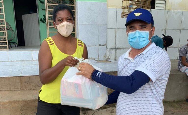 feira triunfo 766x470 - FAZENDO O BEM : Prefeitura de Triunfo distribui 500 cestas básicas para famílias carentes na sede e zona rural.