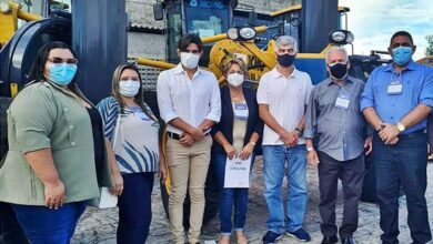 joao neto jp 390x220 - Prefeito de Aparecida em parceria com mandato do deputado federal Wellington Roberto consegue escavadeira hidráulica para o município