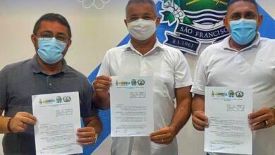prefeitos ss 390x220 - Prefeitos se reúnem e assinam Termo de Acordo de Cooperação Mútua entre os municípios para implantação da Casa de apoio na capital João Pessoa.