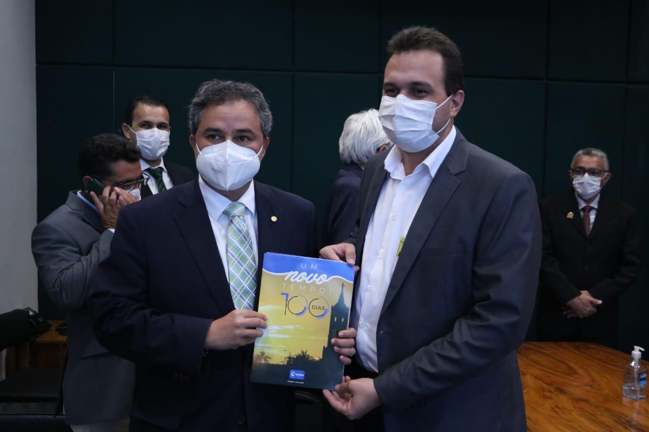 25 - EM BRASÍLIA: Prefeito Espedito Filho se reúne com Efraim Filho para discutir emendas para o município de Triunfo e conquista pacote de quase R$ 3 Milhões; CONFIRA