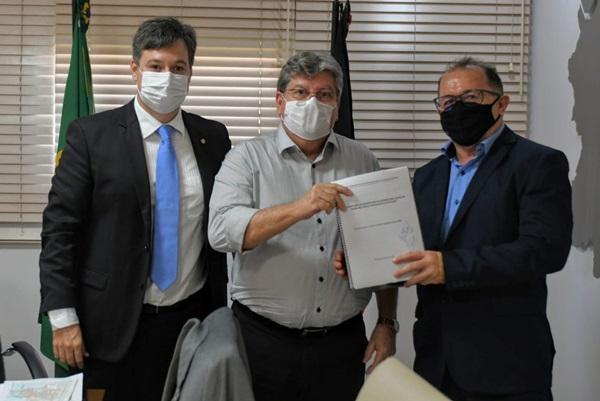 JP - Prefeito Ceninha Lucena se reúne com o Governador João Azevedo e o Deputado Júnior Araújo por mais benefícios para o município de Bonito de Santa Fé