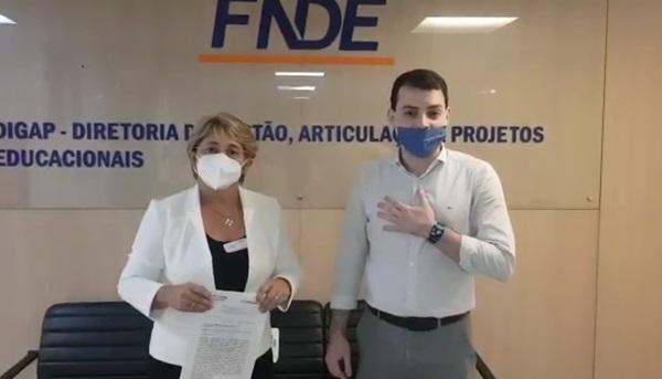 Leninha BSB - UIRAÚNA: Prefeita Leninha Romão consegue liberação de recursos para reforma e ampliação de Escola Municipal.