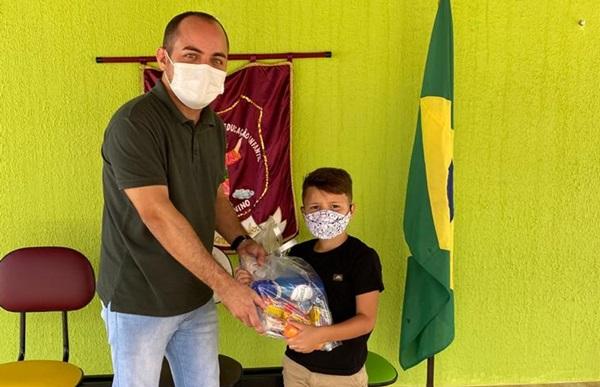 cassioriacho - NO RN: Prefeitura de Riacho de Santana realiza entrega de kits escolares aos alunos da Rede Municipal de Ensino