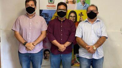 ceninha jp1 390x220 - Ao lado de Júnior Araújo, prefeito Ceninha Lucena cumpre agenda na capital em busca de novos investimentos para a agricultura familiar.