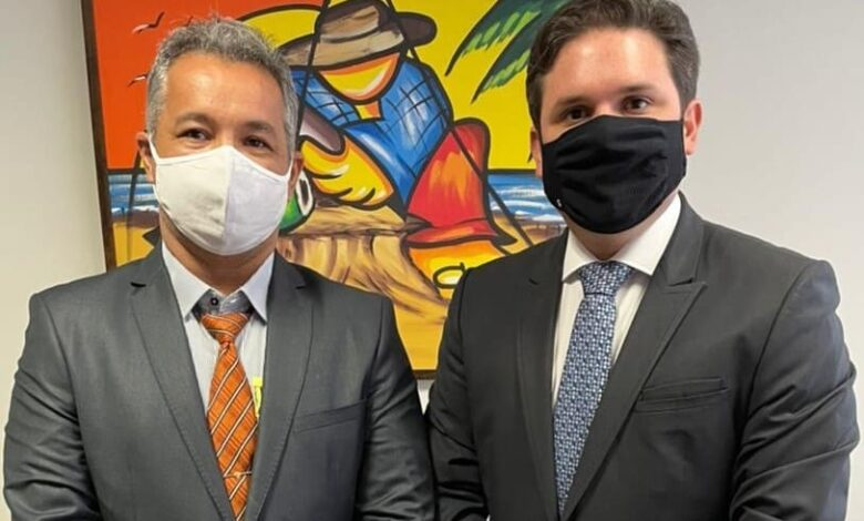 hugo e jr 780x470 - EM BRASÍLIA: Deputado Hugo Motta recebe prefeito de São Francisco e garante destinação de recursos para o município no valor de R$ 1 Milhão.