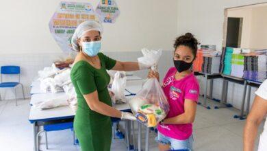 kit2 1 390x220 - KIT MERENDA ESCOLAR: Prefeitura entrega nove toneladas de alimentos em Monte Horebe