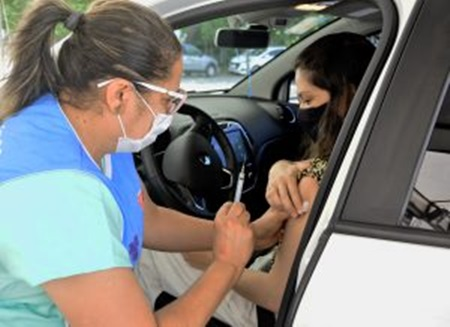 maiovacina - Prefeitura de João Pessoa retoma vacinação de idosos, trabalhadores de saúde e pessoas com comorbidades, deficiências, TEA e síndrome de Down