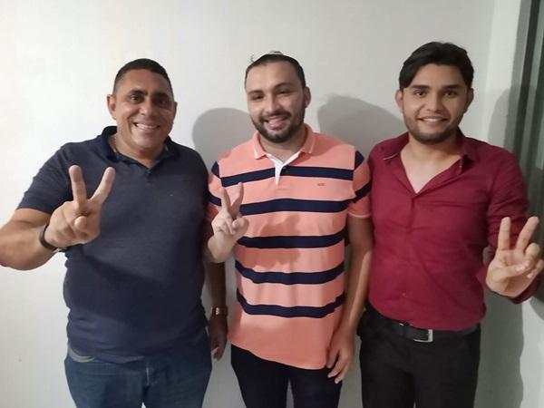 ronaldo - APARECIDA: Vice-presidente da Câmara Municipal Ronaldo Mourão parabeniza vereador Felipe de Viola pela incorporação à base governista
