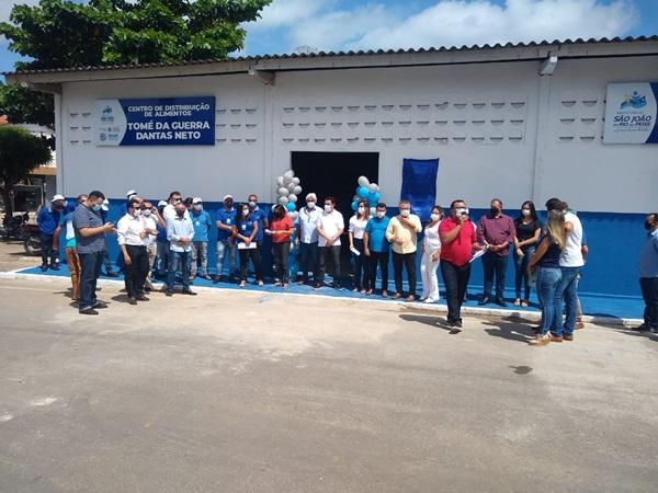 sjrp 0105 - Prefeito Luiz Claudino comemora o dia do trabalhador entregando novas obras em São João do Rio do Peixe