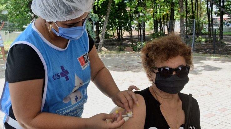 1 2 - Prefeitura segue vacinando com segunda dose dos imunizantes Astrazeneca e Coronavac