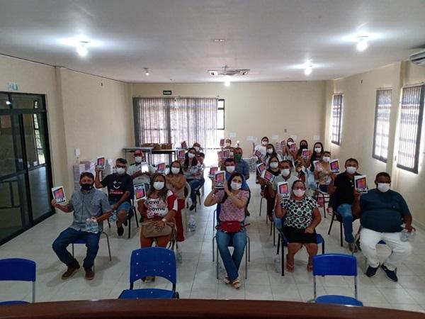 ACS1 - INOVAÇÃO E TECNOLOGIA: Prefeito Ceninha Lucena realiza entrega de tablets para agentes comunitários de Bonito de Santa Fé