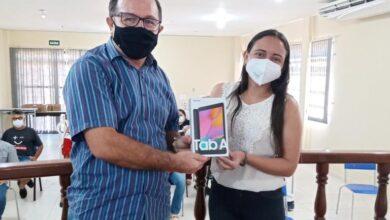 ACS2 390x220 - INOVAÇÃO E TECNOLOGIA: Prefeito Ceninha Lucena realiza entrega de tablets para agentes comunitários de Bonito de Santa Fé