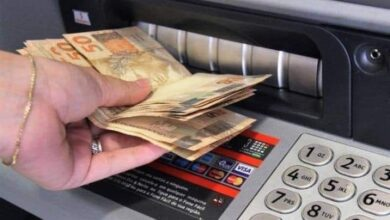 DINHEIRO 390x220 - ANTECIPAÇÃO: Prefeitura inicia pagamento da primeira parcela do 13º salário nesta quinta-feira (10)