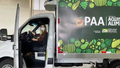 anna 390x220 - MONTEIRO: Prefeita Anna Lorena recebe pessoalmente caminhão e Kit de equipamentos do PPA