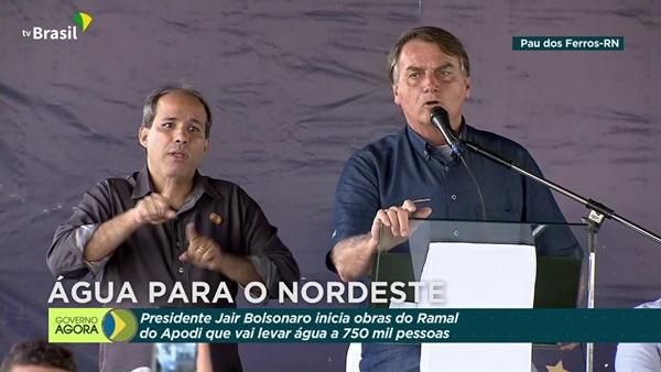 bolsonaro - EM PAU DOS FERROS: Presidente Bolsonaro assina ordem de serviço do Ramal Apodi da Transposição do Rio São Francisco.