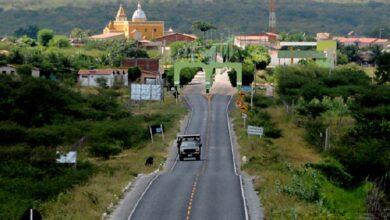 entrada 390x220 - INVESTIMENTOS: Efraim destina emenda de R$ 300 mil para construção de passagens molhadas em Poço José de Moura; Prefeito Paulo Braz comemora.