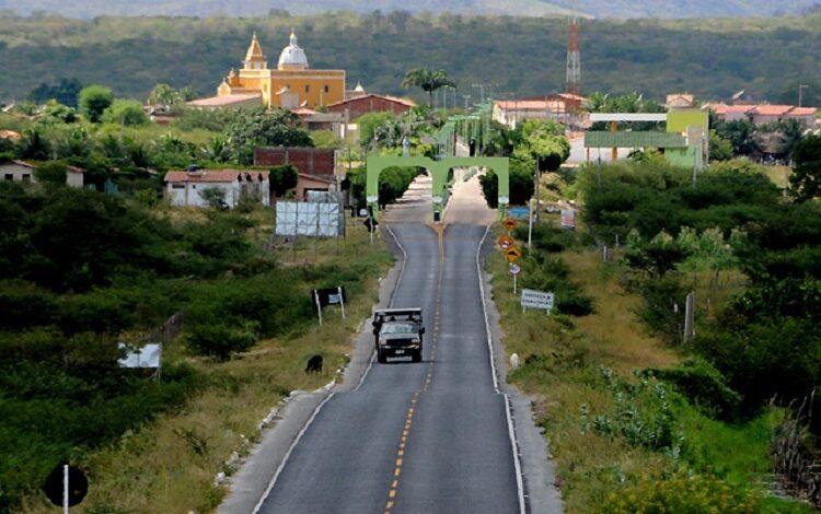 entrada 750x470 - INVESTIMENTOS: Efraim destina emenda de R$ 300 mil para construção de passagens molhadas em Poço José de Moura; Prefeito Paulo Braz comemora.