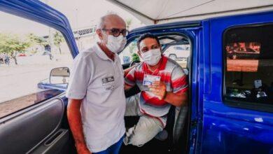 jpcicerosaude 390x220 - Prefeito acompanha vacinação de pessoas 55+, operadores do transporte de passageiros e agentes de limpeza em postos itinerantes