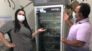 saude 1 390x220 - Secretaria de Saúde de Monte Horebe recebe Câmara Fria para armazenamento de vacinas