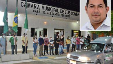 1 1 390x220 - Em Luís Gomes: Homenagens e comoção marcam o sepultamento do vereador Eclairton Fernandes vítima da Covid-19 aos 35 anos.