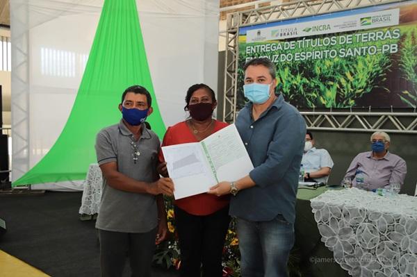 EFRAIM TERRA - Efraim Filho participa de solenidade de título de posse junto ao INCRA; Famílias de agricultores realizam sonho de receber o título da terra.