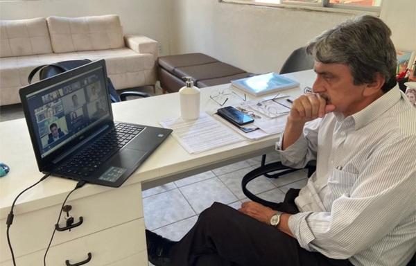 GILVANDROJULHO - BELO JARDIM: Prefeito Gilvandro Estrela participa de evento em busca do selo de compromisso com a Educação
