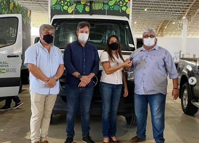 caminhao 655x470 - Prefeito Célio da Usina recebe pessoalmente caminhão e kit de equipamentos do PAA para o município de Vieirópolis.